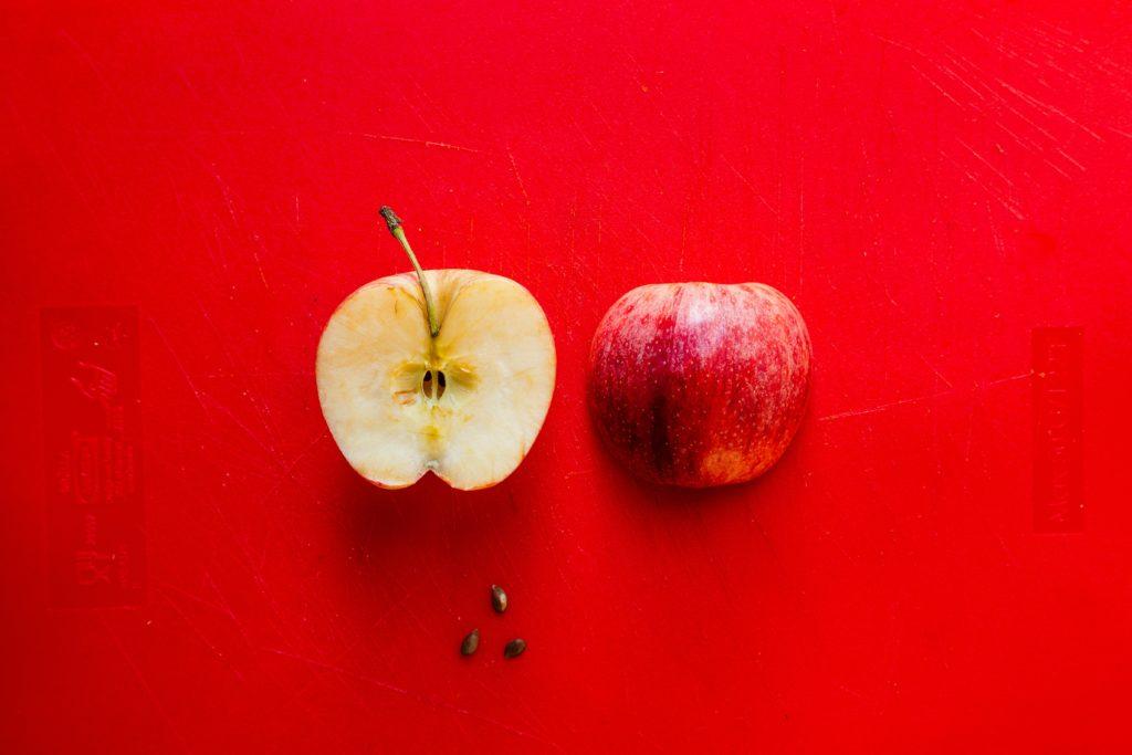 アップルサイダービネガーの原料のリンゴ