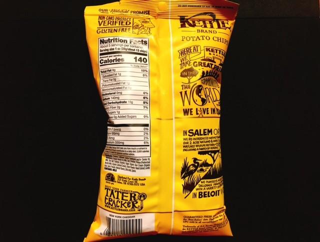 ケトルチップスのチェダーチーズの袋裏