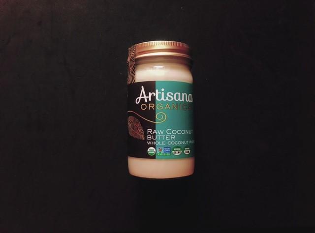 アーティサナのココナッツバターの容器の表面
