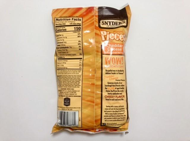 アイハーブで購入したスナイダーズのチェダーチーズ味の裏面