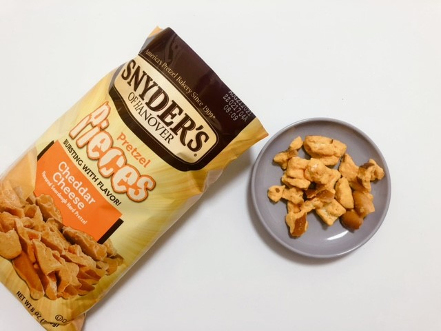 スナイダーズのチェダーチーズ味