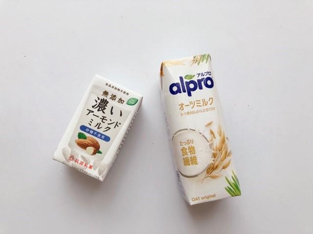 アーモンドミルクとオーツミルク